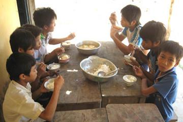 Chậm tiền hỗ trợ, học sinh vùng cao phải ăn cơm với muối