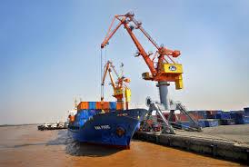 Khánh Hòa vượt thu nhờ xuất nhập khẩu xăng dầu tại cảng Vân Phong