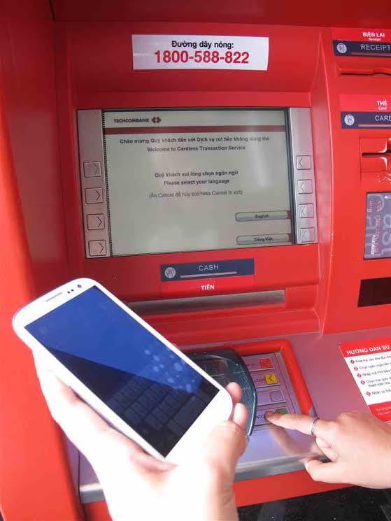 Techcombank giảm 40% phí chuyển tiền tới thuê bao di động