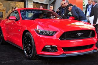 Ford Mustang 2015 đầu tiên có thể đạt giá triệu đô