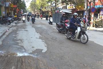 Vất vả qua phố Hoàng Văn Thái