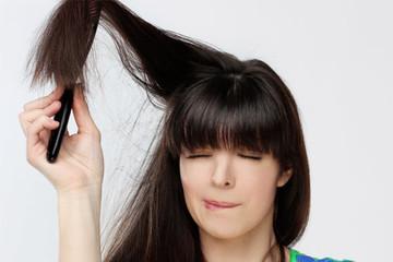 Mẹo ngăn tóc tích điện trong mùa đông