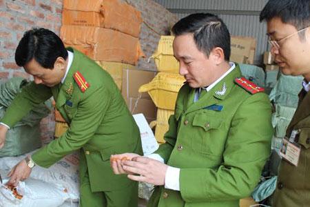 Hà Nội phát hiện kho bánh kẹo 50 tấn không rõ nguồn gốc