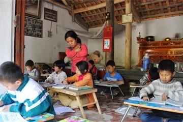 Lớp học miễn phí của cô giáo cao chưa tới 1m