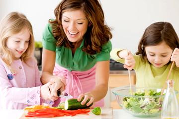 10 mẹo giúp con bạn ăn uống khoa học hơn