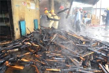 Cháy xưởng gỗ gia dụng, cả trăm triệu đồng thành củi