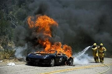 9 lý do khiến xe của bạn bỗng nhiên bốc cháy