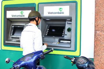 Khuyến cáo khi rút tiền từ ATM dịp cuối năm