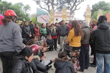 Hà Nội: Dời chợ vừa bị cháy, dân kêu cứu