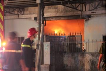 TP.HCM: Cháy lớn xưởng chứa vải