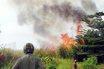 50 cảnh sát dập đám cháy cỏ gần hầm Thủ Thiêm