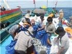 Đi chợ không tiền giữa biển khơi