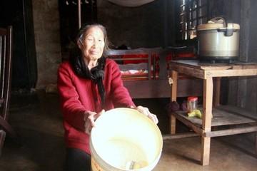 Đem gạo cứu đói chia cho người không nghèo