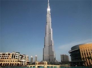 Cư dân tháp cao nhất thế giới bị dọa cắt thang máy