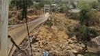 Làm cầu tạm cho người dân vùng sập cầu treo ở Lai Châu