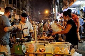 Kiếm tiền triệu mỗi đêm nhờ bán bạch tuộc nướng ở phố Tây