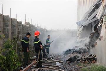 Nổ lớn, kho giấy 1.000 tấn cháy thành tro
