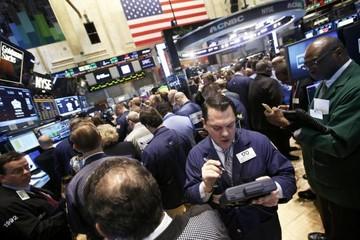 Chứng khoán Mỹ giảm do lo ngại về Nga; cổ phiếu công nghệ, nguyên liệu giảm