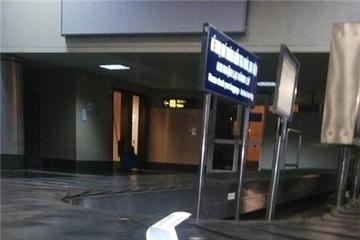 Vụ vali bị bẻ khóa: Vietnam Airlines hứa bồi thường 1,5 triệu đồng