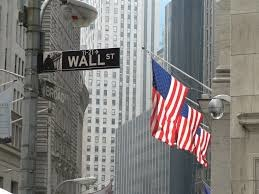 Chứng khoán Mỹ giảm do cổ phiếu ngân hàng, công nghệ kéo xuống