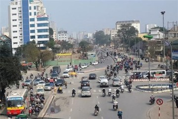 HN: 'Bẻ cong đường né nhà quan', dân quyết đòi nắn thẳng