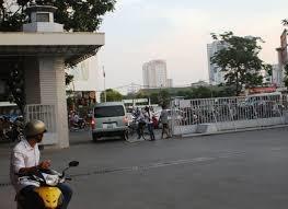 Hà Nội: Trước 30/9 phải di chuyển cổng Đại học Quốc gia