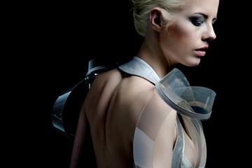 Chiếc váy thông minh: Tự động trong suốt khi khoác lên người