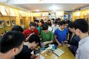 Người dùng Hà Nội đổ xô đi mua BlackBerry Z10 bán trở lại