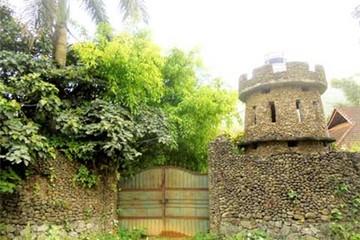 Đại gia Việt xây cổng Hoàng Thành cho lâu đài đồng quê