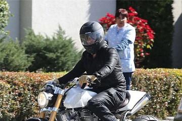 Brad Pitt, tín đồ ham mê môtô độ