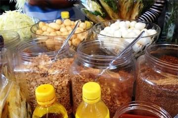 Cửa hàng bánh tráng trộn lãi tiền triệu mỗi ngày
