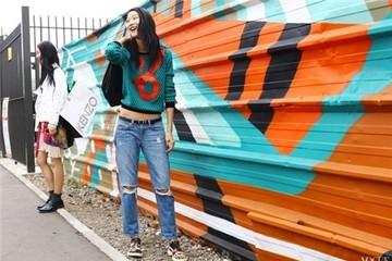 Jeans rách gối 'càn quét' làng thời trang thế giới
