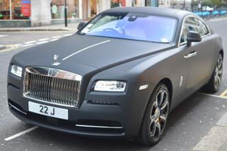 Rolls-Royce Wraith đen mờ thời trang