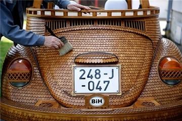 Xe ô-tô làm từ gỗ vẫn chạy 'phăm phăm' trên đường