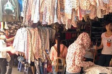 Người dân đổ xô đi mua các mặt hàng chống nóng