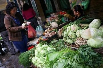 """Hà Nội: Người dân đang """"cố thủ"""" với túi tiền của mình"""