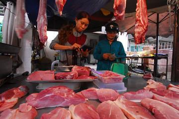 Giá thịt heo, gà mới tăng đã lo