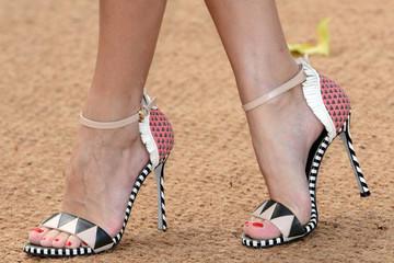 Những đôi sandal rực rỡ cho mùa hè sôi động.
