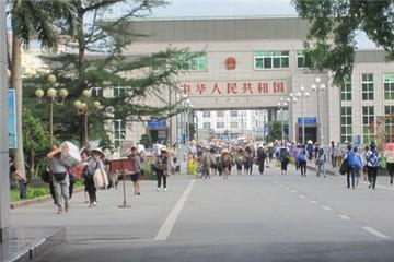 Giao thương Việt - Trung tại các cửa khẩu phía Bắc: Vẫn tấp nập và tăng trưởng