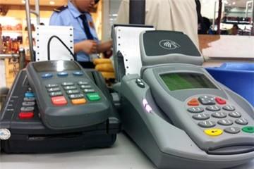 Nhiều cửa hàng thu phụ phí khách quẹt thẻ dù bị cấm