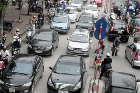 Hà Nội hạn chế phương tiện trên đường Cầu Giấy