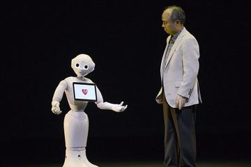 Pepper – Robot đầu tiên trên thế giới đọc được cảm xúc của con người