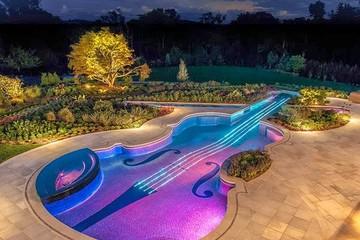 Bể bơi đặc biệt mang dáng hình của cây đàn Viôlông xtrat