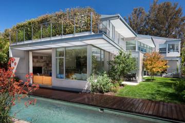 Khám phá ngôi nhà độc đáo sử dụng 100% năng lượng tự tái tạo