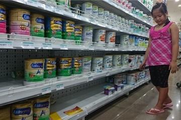 Ngày đầu áp trần bán lẻ sữa: Siêu thị cạn hàng, đại lý nâng giá