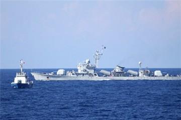 Tàu Trung Quốc dàn hàng ngang chặn tàu Việt Nam