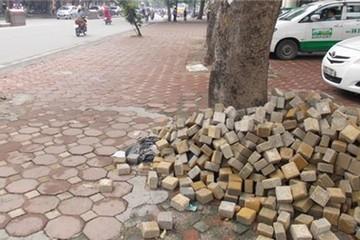 Vỉa hè Hà Nội: Vừa đầu tư lại... thay mới