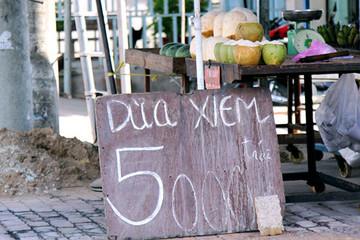Vào mùa, hoa quả dưới 10.000 đồng ngập Sài Gòn