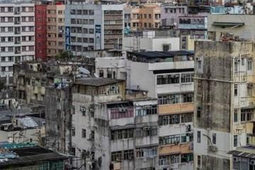 Cuộc sống bấp bênh trên nóc nhà Hong Kong