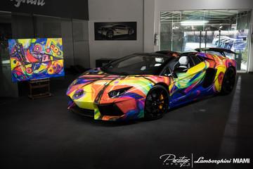 Lamborghini Aventador Roadster - Chú vẹt sặc sỡ đa màu